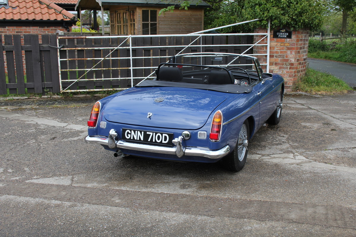 1966 MGB Roadster, show standard, original colours, UK car For Sale (picture 6 of 20)