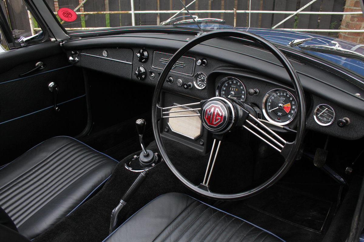 1966 MGB Roadster, show standard, original colours, UK car For Sale (picture 7 of 20)