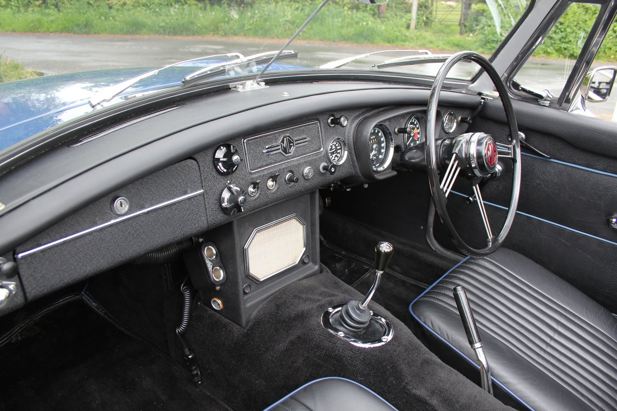 1966 MGB Roadster, show standard, original colours, UK car For Sale (picture 10 of 20)