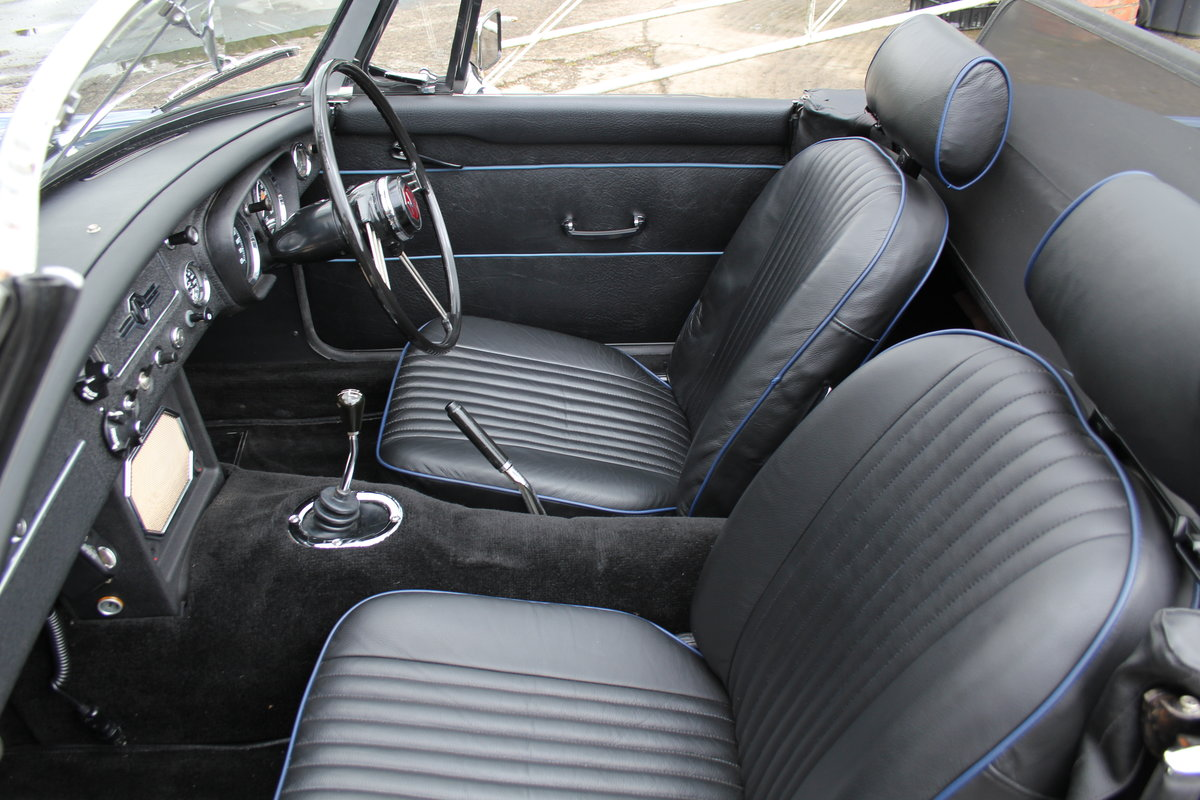 1966 MGB Roadster, show standard, original colours, UK car For Sale (picture 11 of 20)