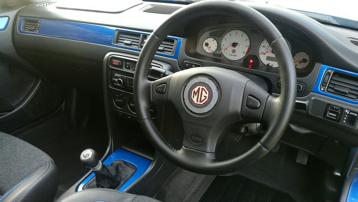 2002 MG ZS180 2.5 V6 Manual Saloon in Trophy Blue. Mint For Sale (picture 4 of 6)