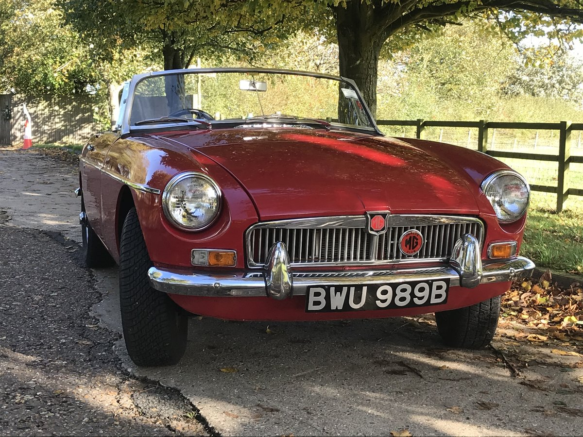 1964 Mk1 MGB Roadster in tartan red For Sale (picture 2 of 6)