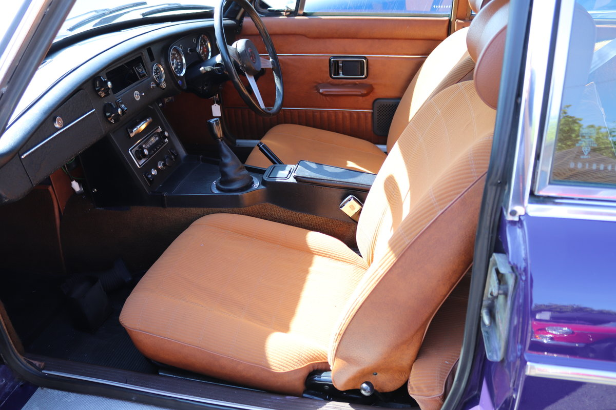 1974 Factory MGB GT V8 in Aconite, 34000 miles from new For Sale (picture 4 of 6)