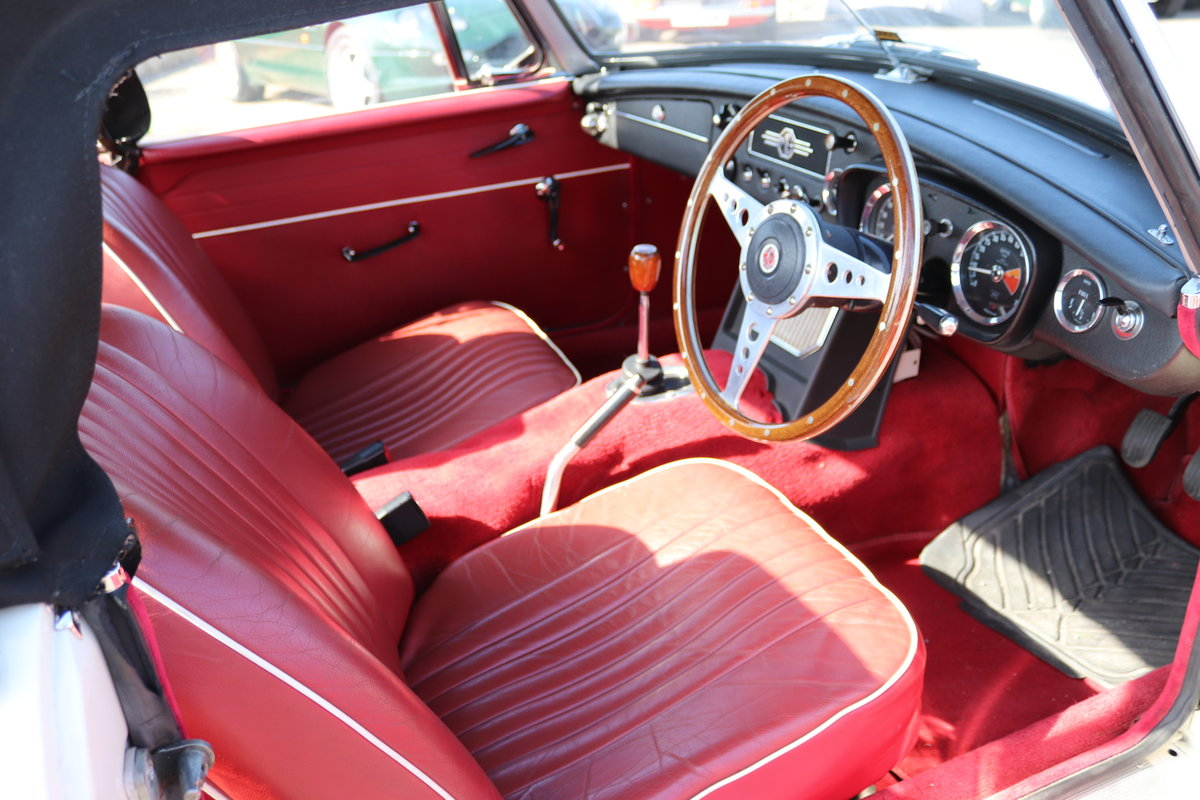 1964 MGB Roadster MK1, Heritage shell,Show standard For Sale (picture 2 of 5)