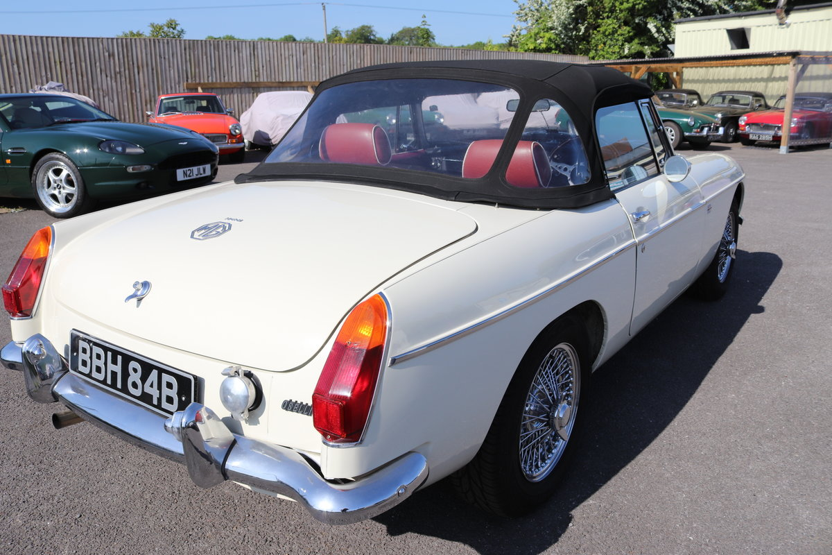 1964 MGB Roadster MK1, Heritage shell,Show standard For Sale (picture 4 of 5)