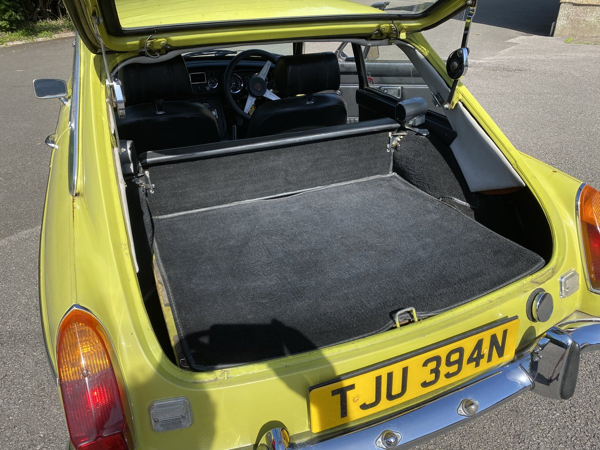1974 MGB GT Citron Yellow  SOLD (picture 5 of 6)