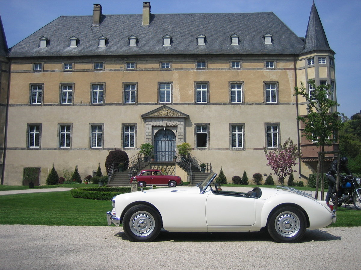 1959 MGA Twin Cam Right Hand Drive Convertible For Sale (picture 2 of 6)