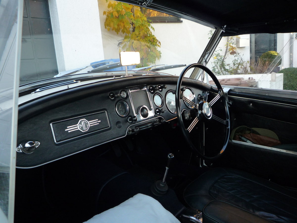 1959 MGA Twin Cam Right Hand Drive Convertible For Sale (picture 4 of 6)
