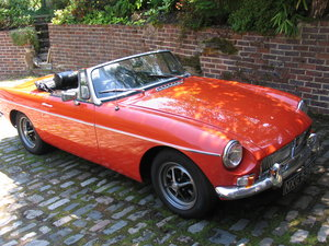 1973 SUPERB MGB ROADSTER
