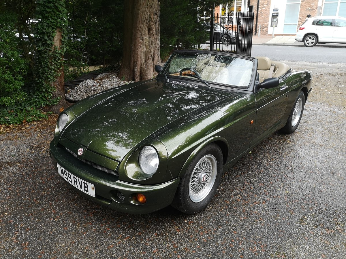 1995 MG RV8 3.9L Woodcote Green SOLD (picture 1 of 6)