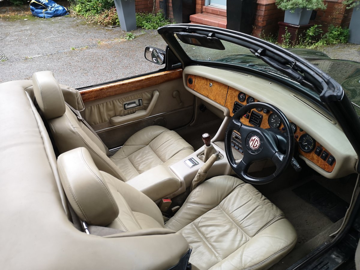 1995 MG RV8 3.9L Woodcote Green SOLD (picture 2 of 6)