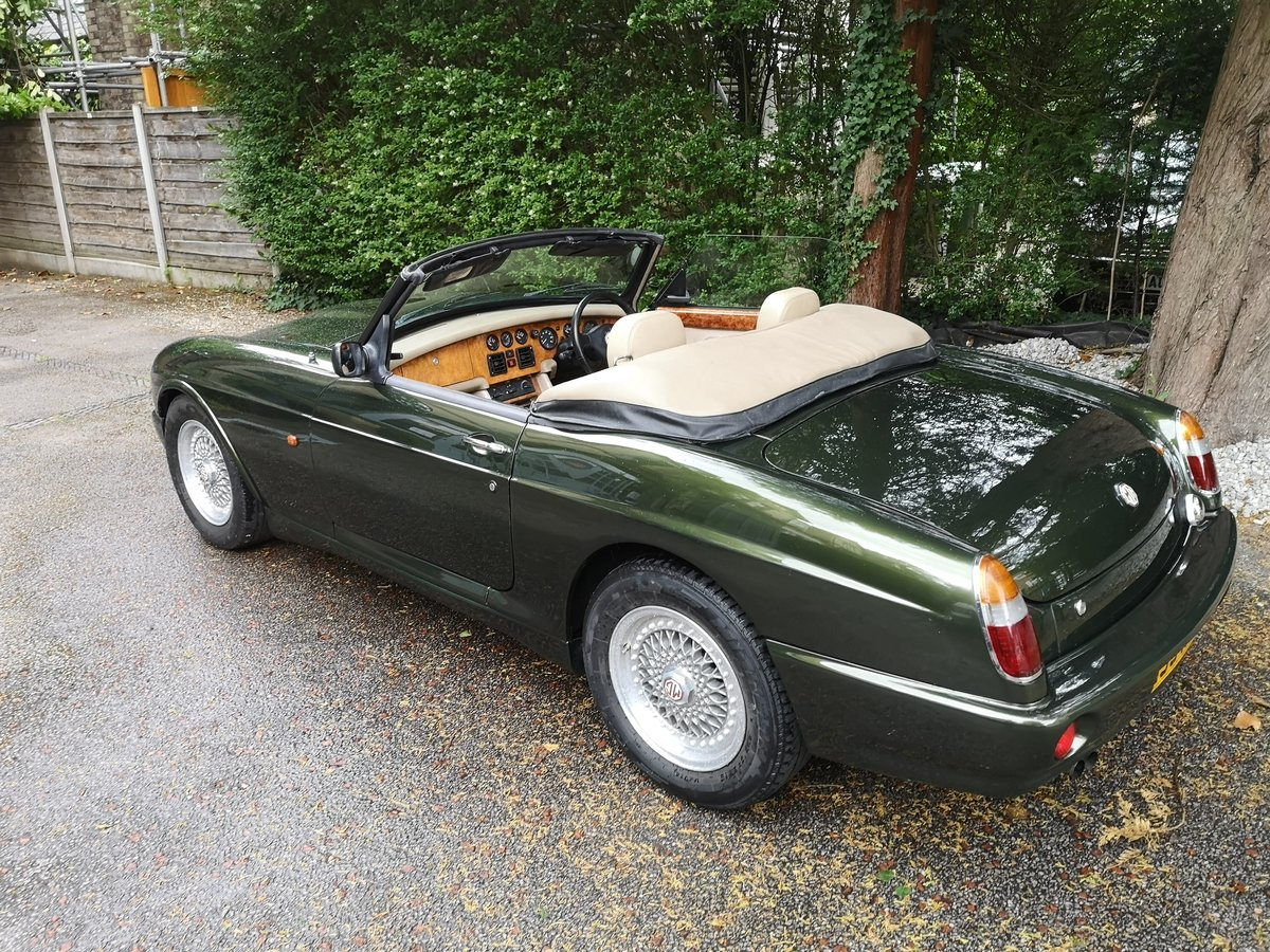 1995 MG RV8 3.9L Woodcote Green SOLD (picture 3 of 6)