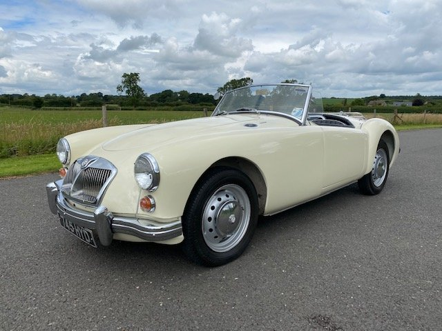 1960 MGA MK I 1600 Roadster. SOLD (picture 1 of 6)
