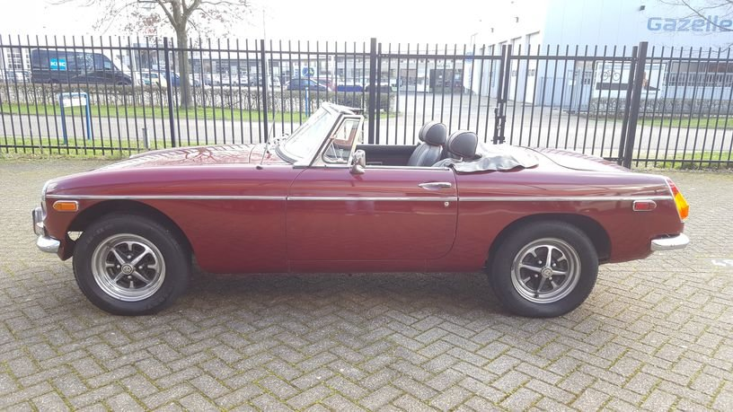 MG B Cabriolet 1978 Damask Red For Sale (picture 3 of 6)