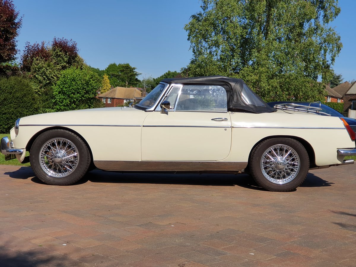 MG B Roadster, 1973, Old English White SOLD (picture 3 of 6)