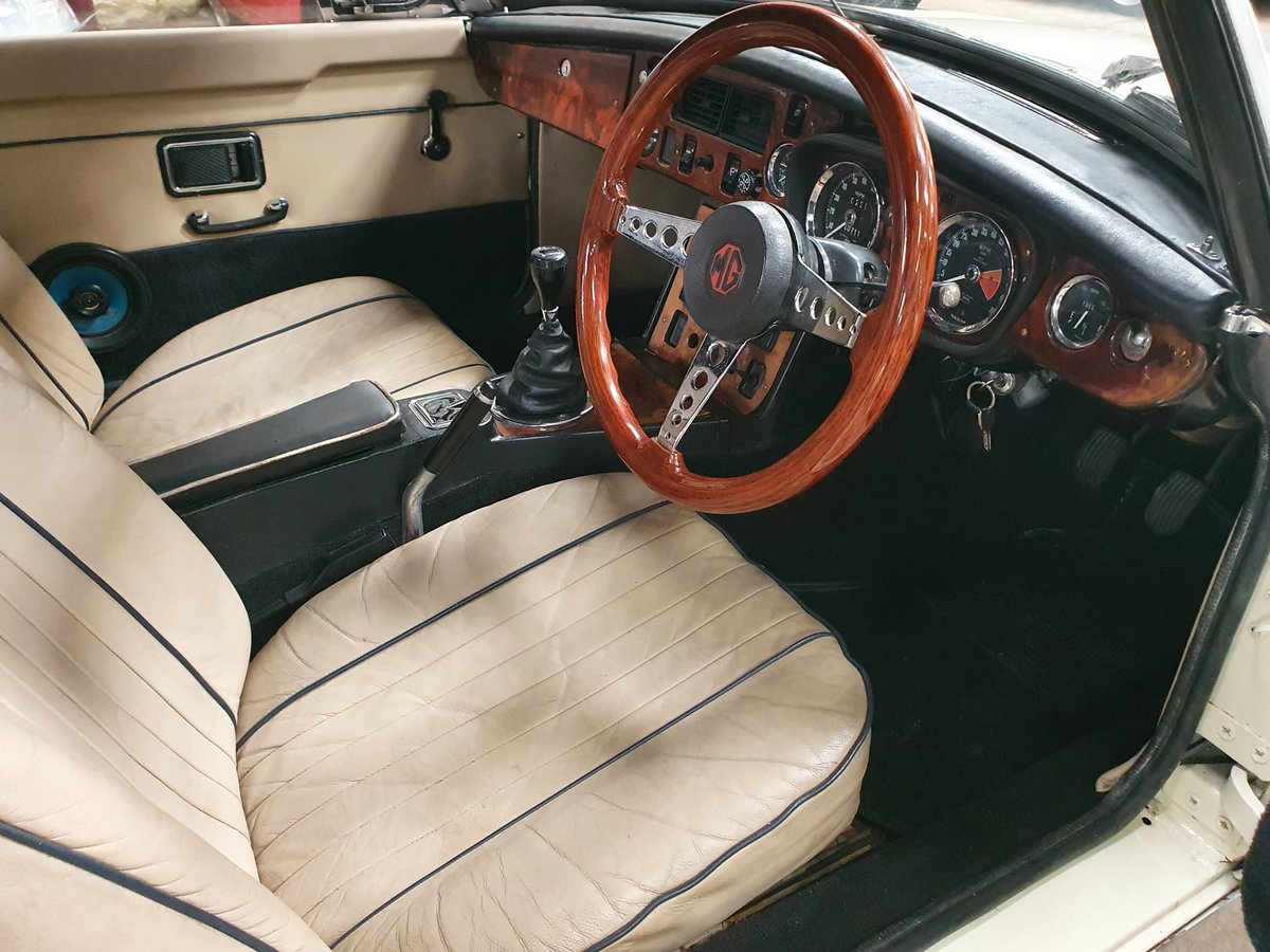 MG B Roadster, 1973, Old English White SOLD (picture 6 of 6)