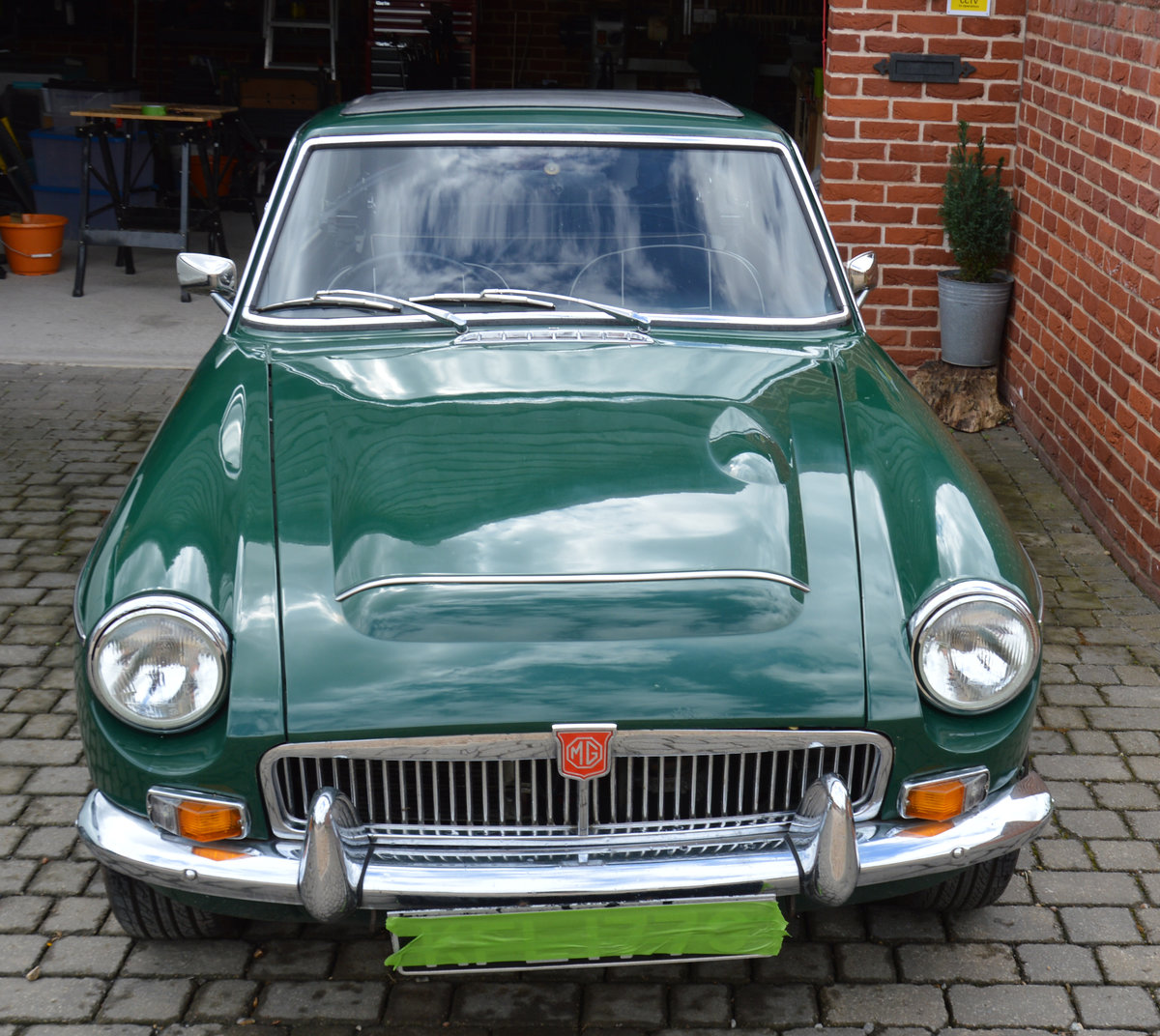 1969 Rare MGC GT Automatic For Sale (picture 1 of 4)