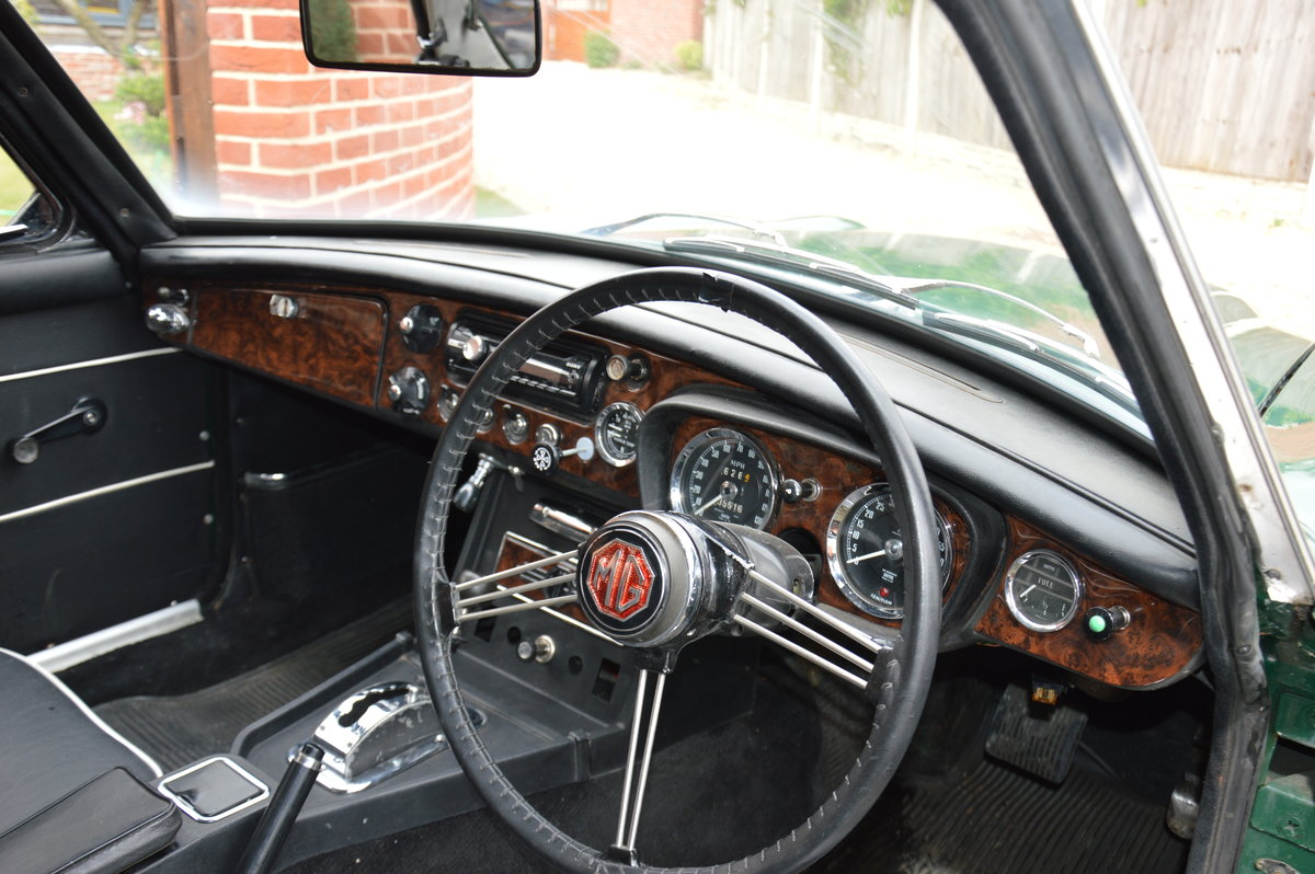 1969 Rare MGC GT Automatic For Sale (picture 4 of 4)