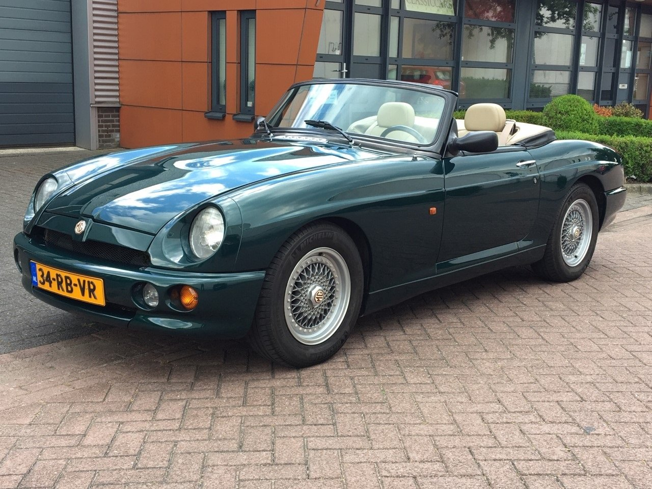 1993 MG RV8 LHD British Racing Green For Sale (picture 1 of 6)