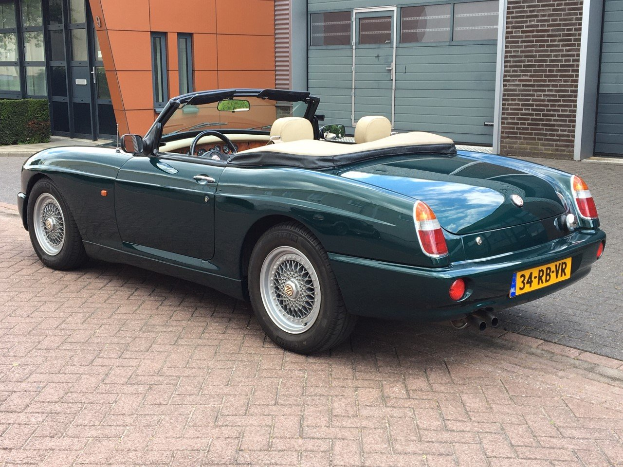 1993 MG RV8 LHD British Racing Green For Sale (picture 2 of 6)