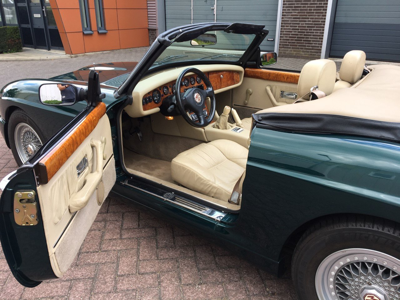 1993 MG RV8 LHD British Racing Green For Sale (picture 3 of 6)