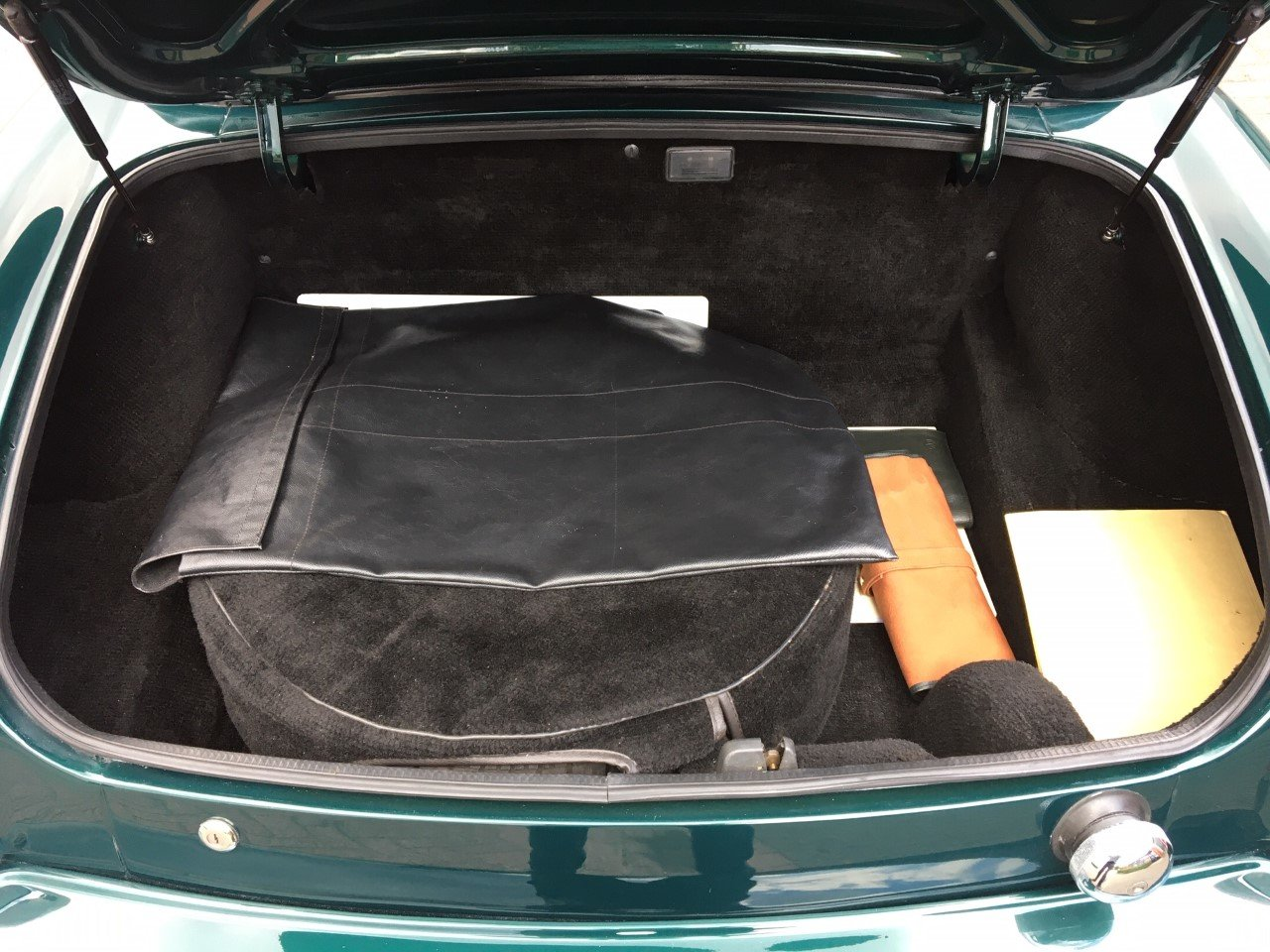 1993 MG RV8 LHD British Racing Green For Sale (picture 5 of 6)