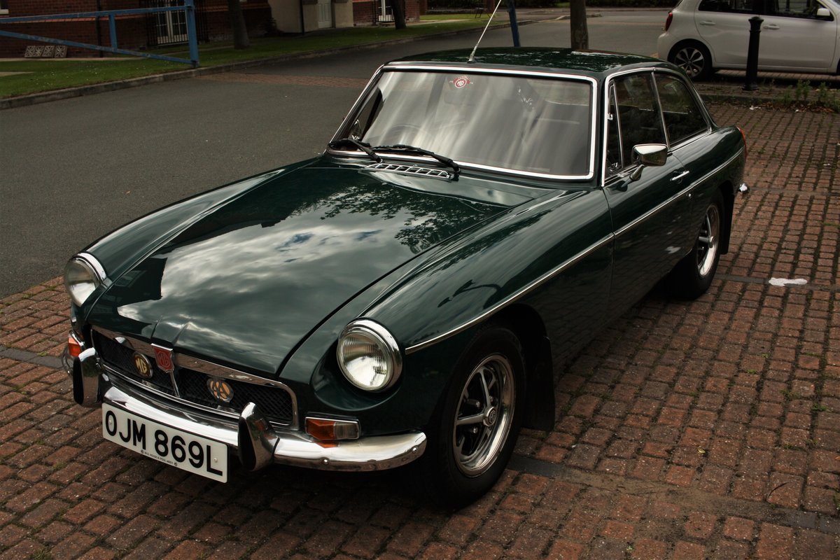 1972 MGB GT - Mallard Green, Older Restoration - MGBGT MG BGT SOLD (picture 2 of 6)