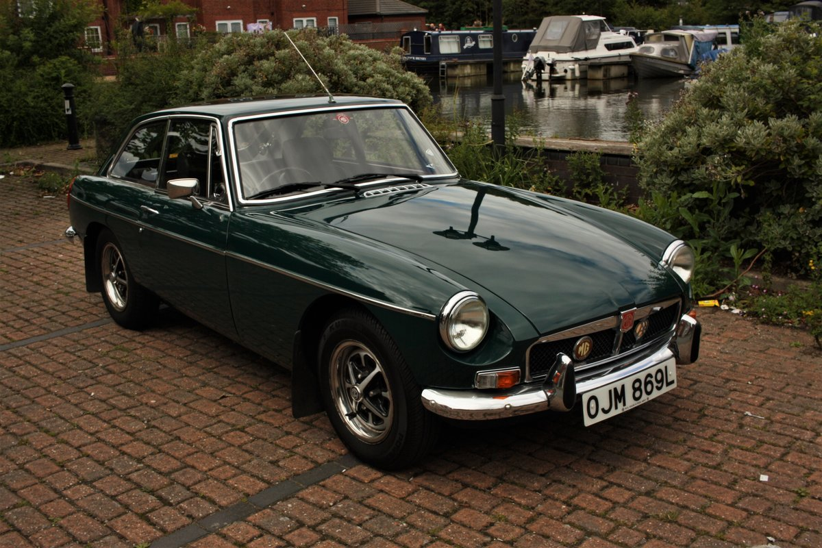 1972 MGB GT - Mallard Green, Older Restoration - MGBGT MG BGT SOLD (picture 3 of 6)