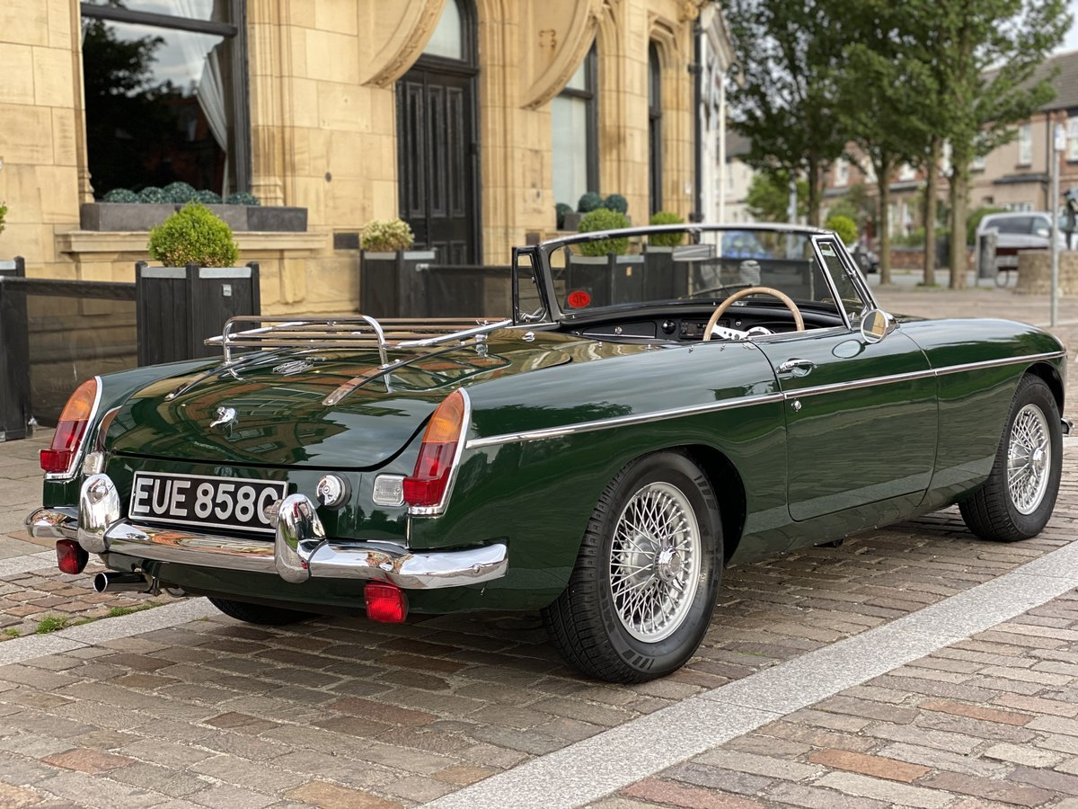 1965 MGB Roadster - Beautiful restored car - Overdrive For Sale (picture 2 of 6)