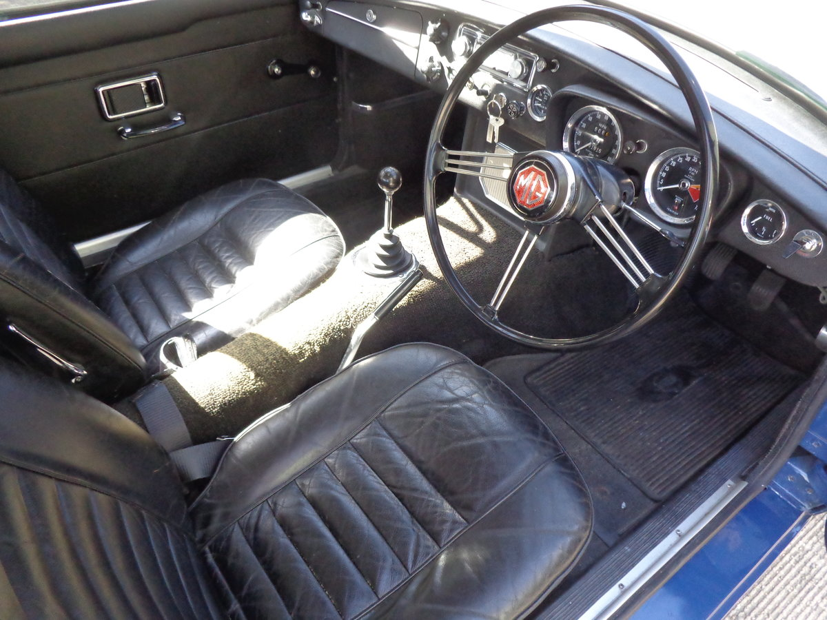 A HIGHLY ORIGINAL, LOW MILEAGE MGB GT (BMC) 1969! For Sale (picture 4 of 6)