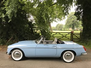 Picture of 1972 MGB Roadster fully rebuilt on Heritage shell For Sale