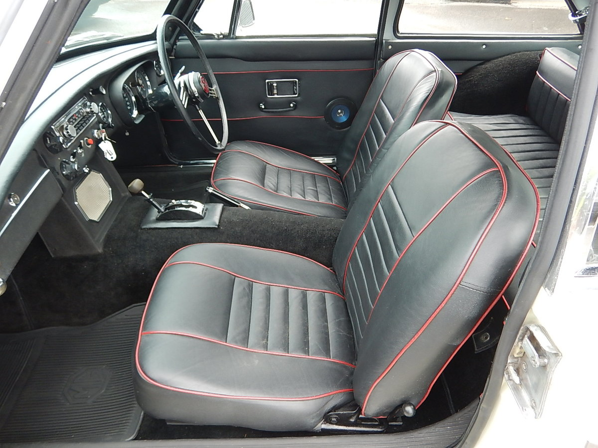 1969 MGC GT Automatic SOLD (picture 5 of 6)