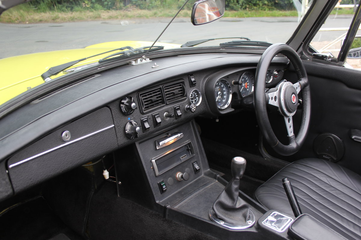 1974 MGB Roadster, Excellent Driver, Full Respray 2015 SOLD (picture 10 of 18)