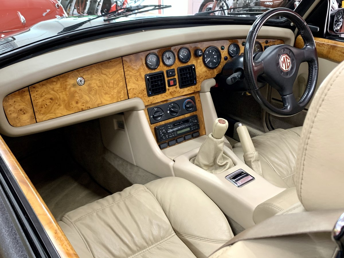 1995 MG RV8 Oxford Blue // NOW SOLD SIMILAR REQUIRED For Sale (picture 4 of 6)