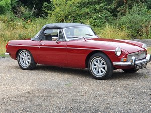 MG B Roadster, 1971, Damask Red