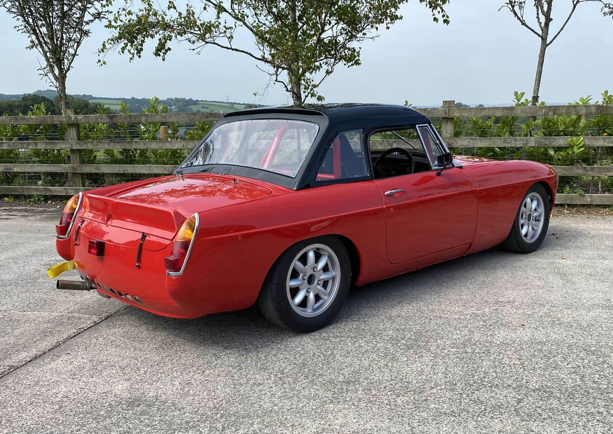 1966 MGB RACE CAR (MS UK LOG BOOK) For Sale (picture 3 of 6)