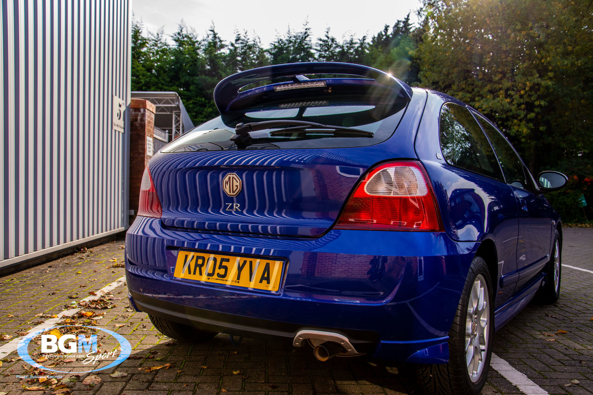 2005 MG ZR 105 1400cc 3 Door with just 835 miles For Sale (picture 4 of 6)