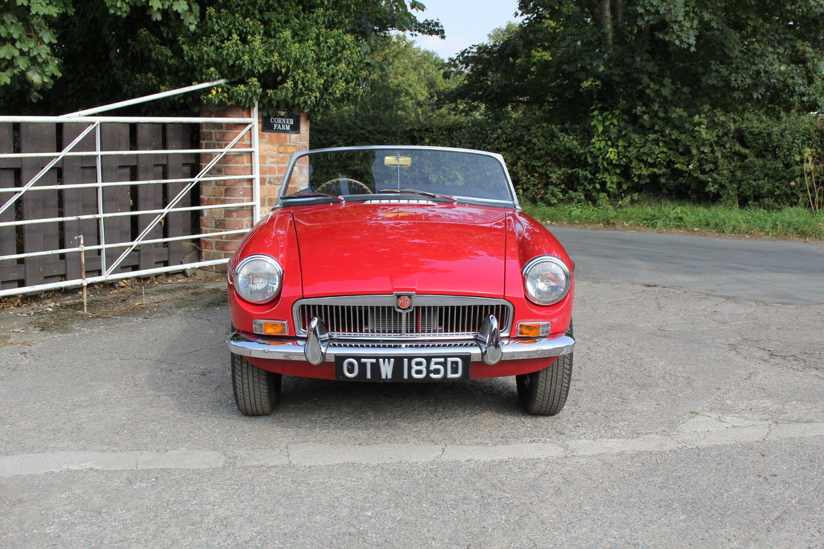 1965 MGB Roadster, Fully rebuilt Home Market RHD example For Sale (picture 2 of 17)