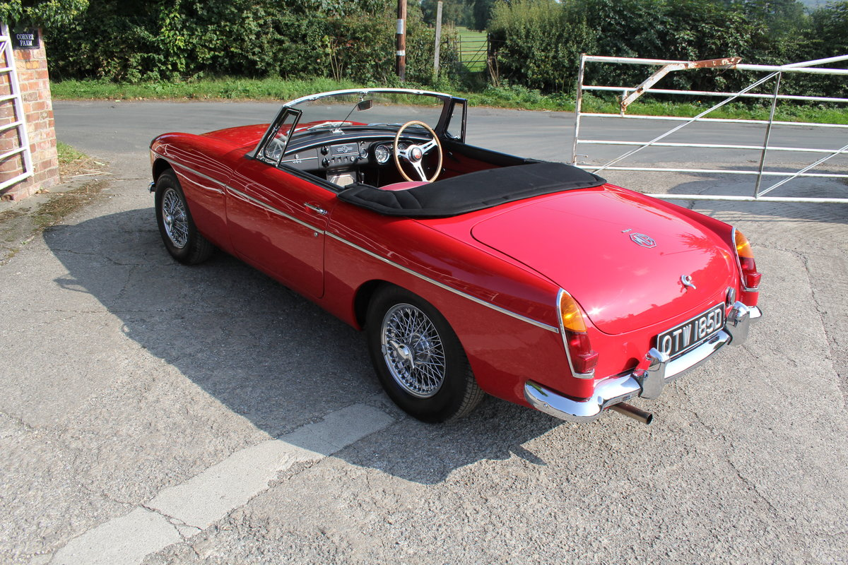 1965 MGB Roadster, Fully rebuilt Home Market RHD example For Sale (picture 4 of 17)
