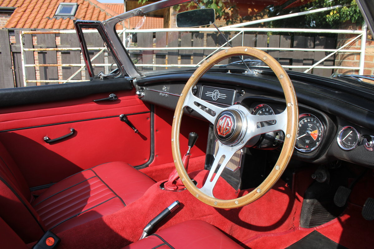 1965 MGB Roadster, Fully rebuilt Home Market RHD example For Sale (picture 7 of 17)