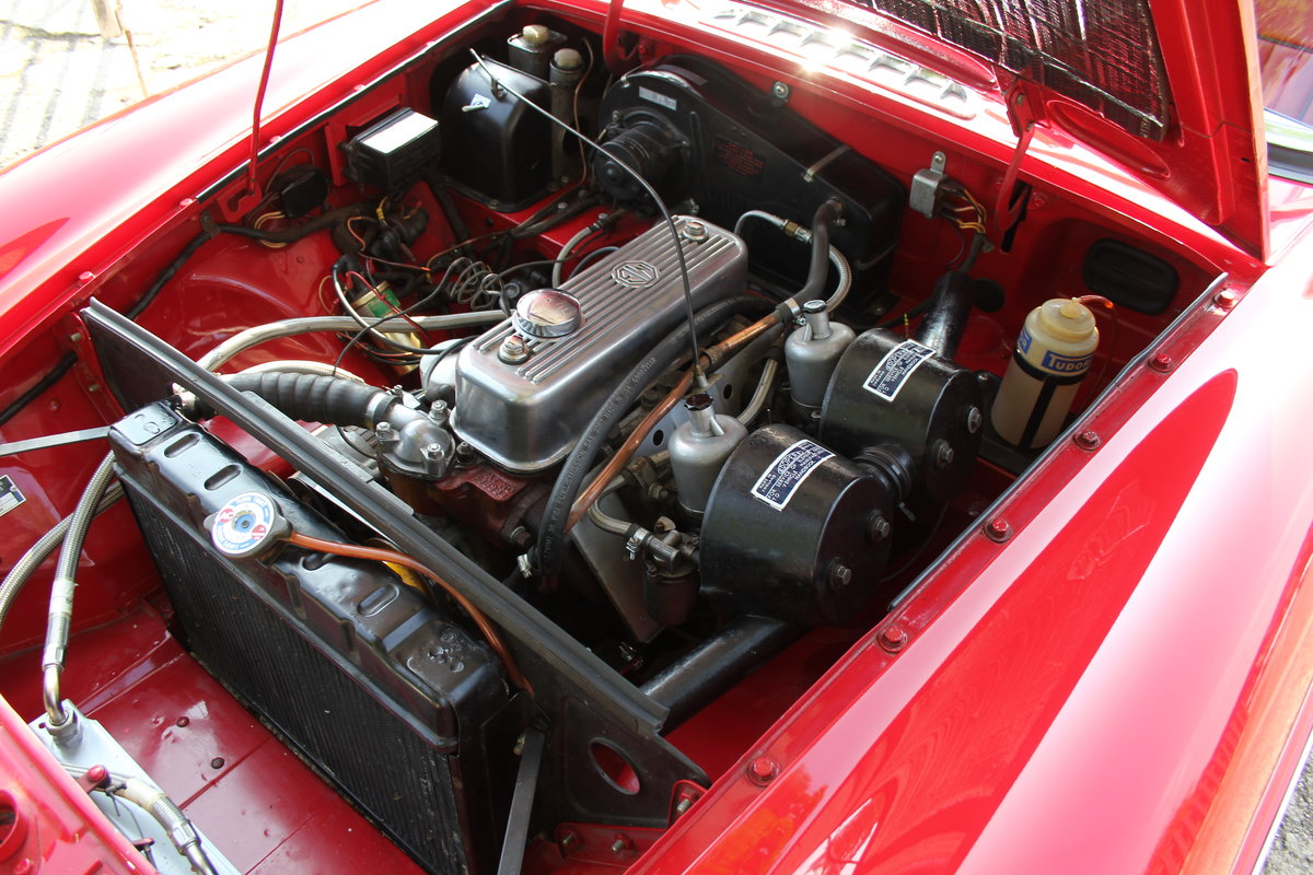 1965 MGB Roadster, Fully rebuilt Home Market RHD example For Sale (picture 13 of 17)