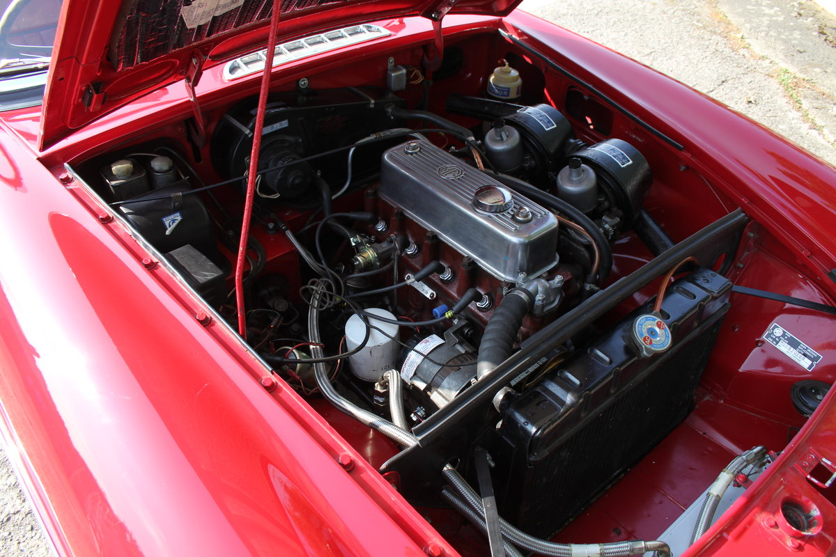 1965 MGB Roadster, Fully rebuilt Home Market RHD example For Sale (picture 14 of 17)
