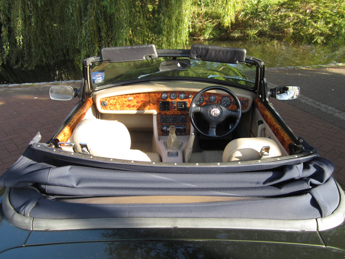 1996 Low Mileage MG RV8. Exceptional Condition. Power Steering. For Sale (picture 4 of 6)