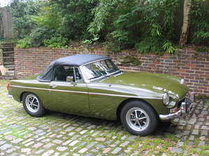 Picture of 1974 STUNNING MGB ROADSTER