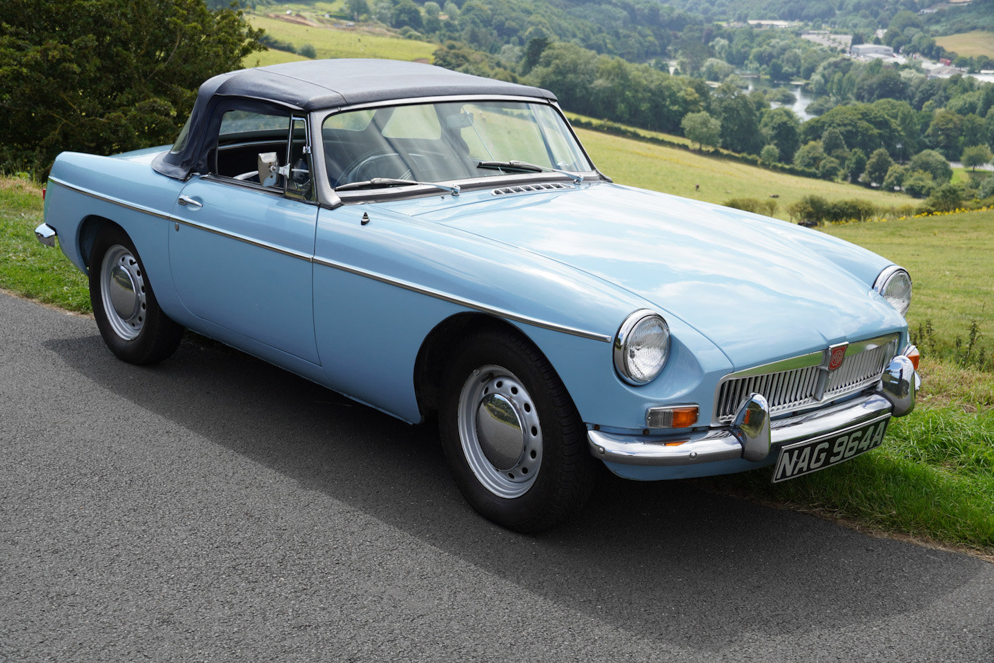 1963 MGB Roadster - Ex Southern California Car For Sale (picture 1 of 10)