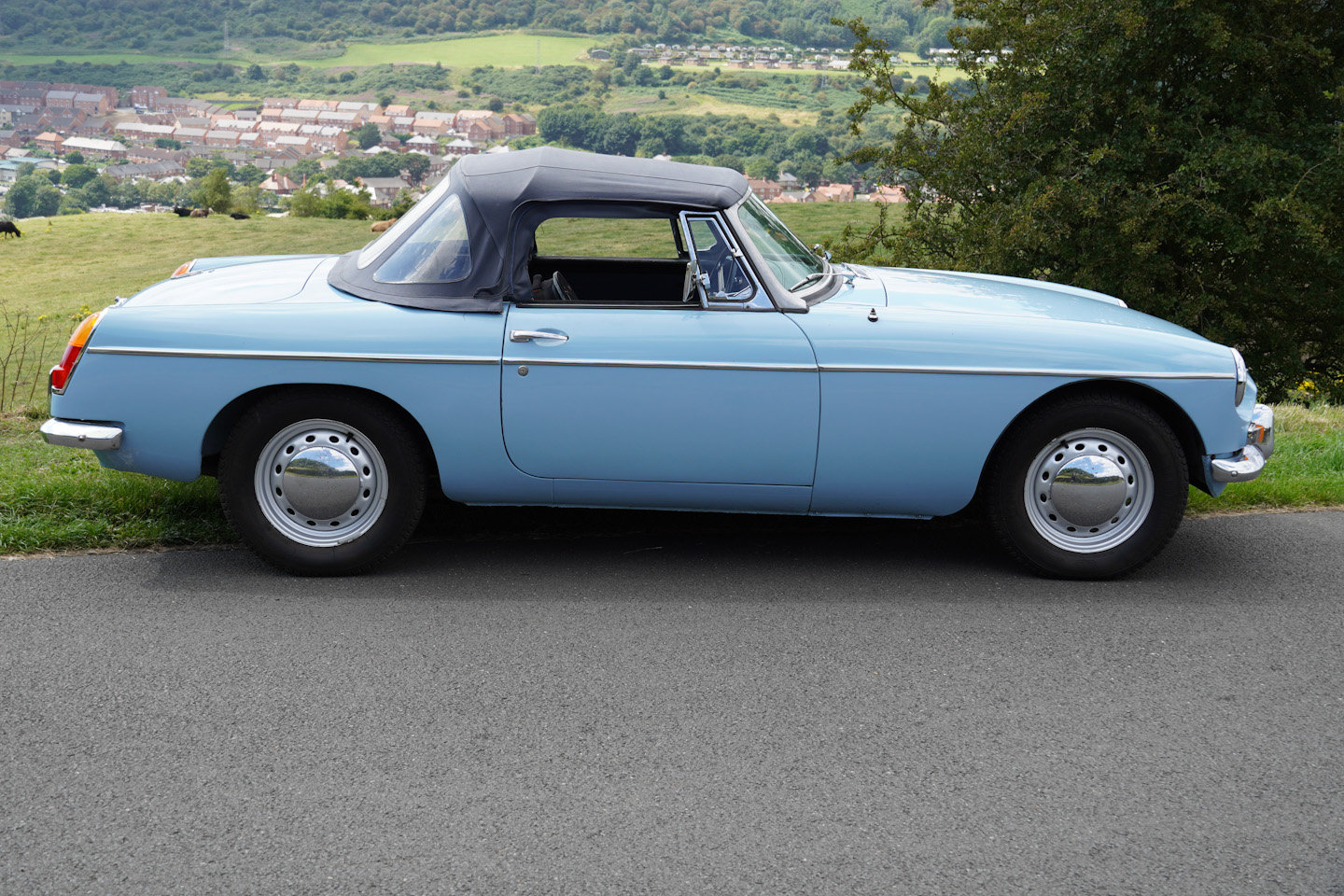 1963 MGB Roadster - Ex Southern California Car For Sale (picture 2 of 10)