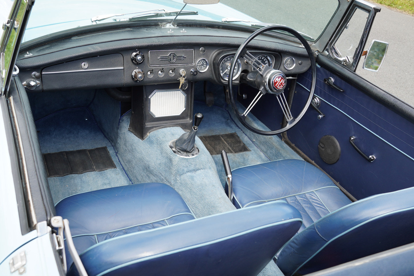 1963 MGB Roadster - Ex Southern California Car For Sale (picture 6 of 10)