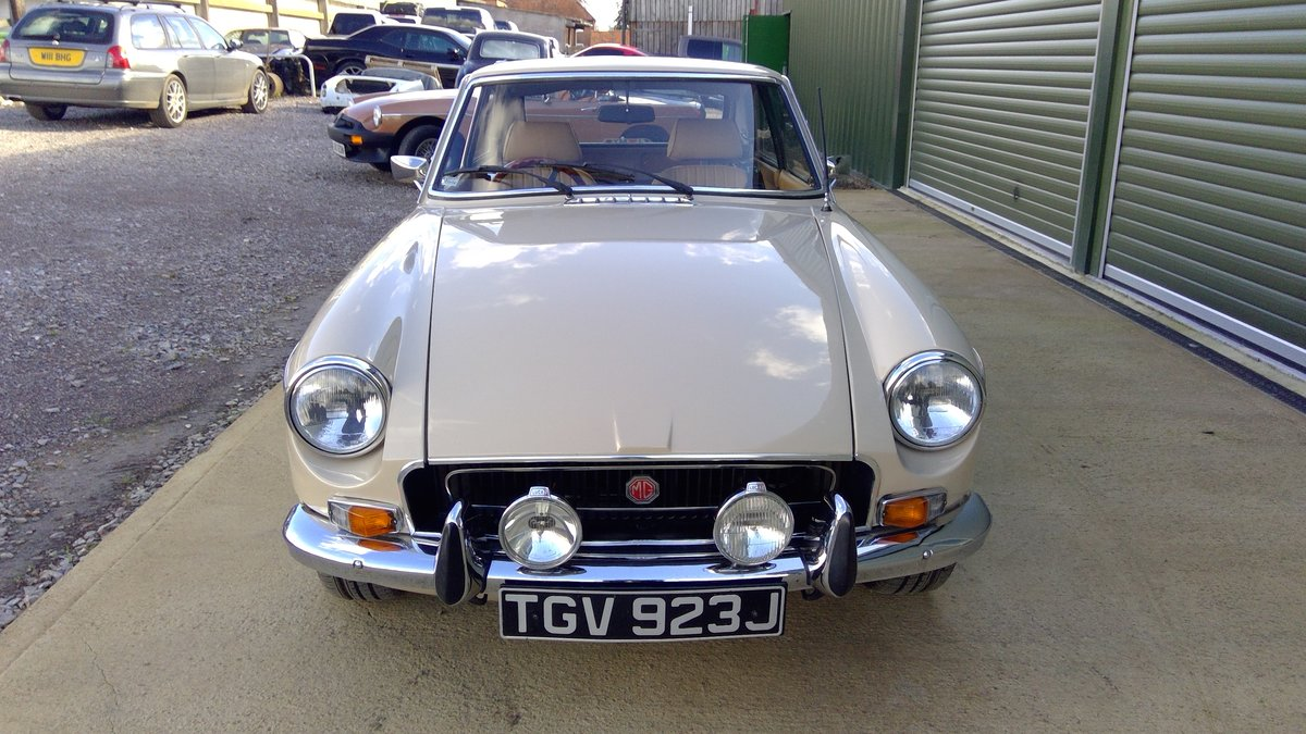 1971 MG MGB GT rare colour, lovely condition For Sale (picture 5 of 6)