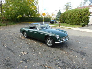 Picture of 1964 MGB Early Pull Handle Two Tops Driver