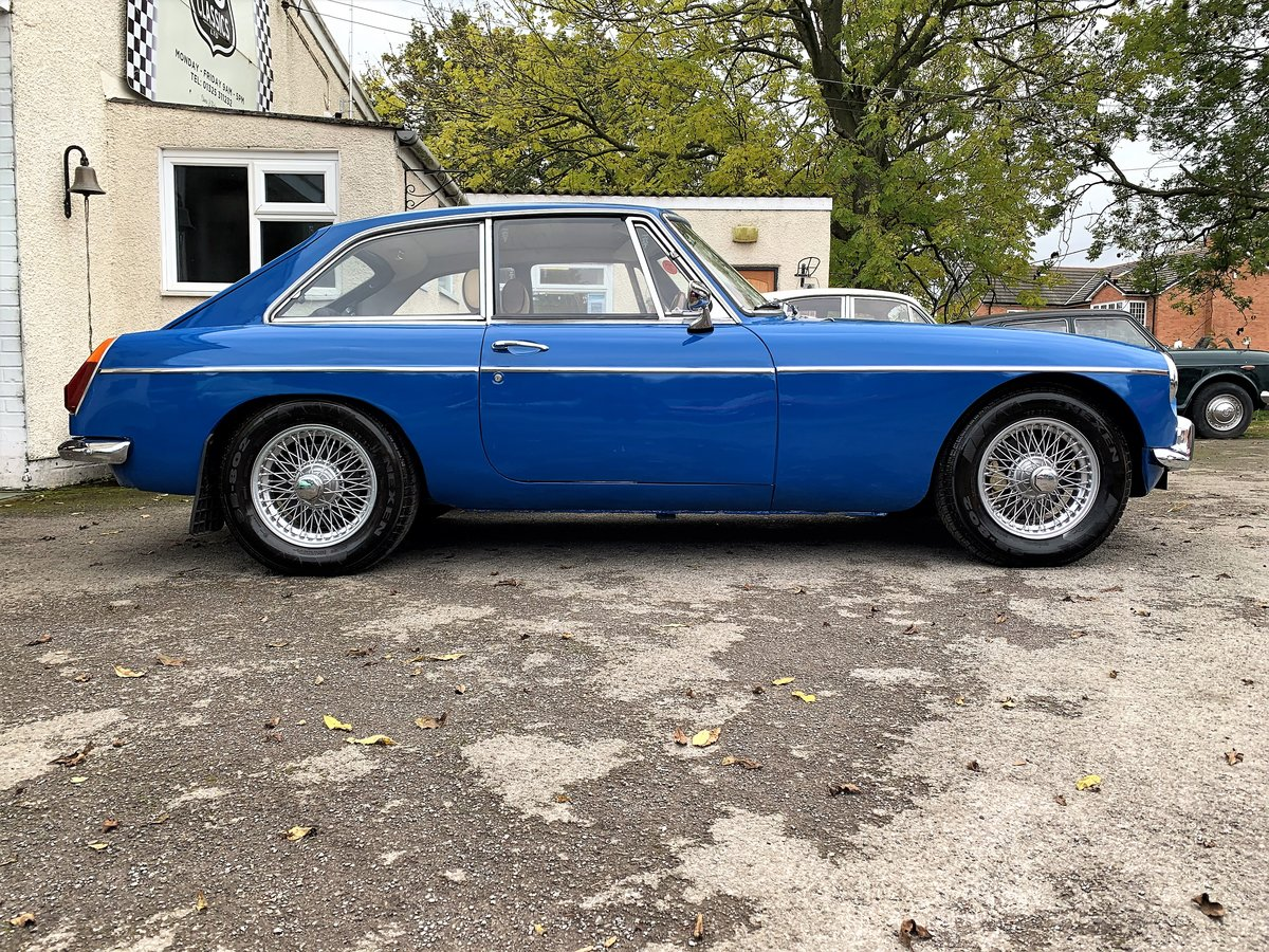 MG B GT- 1972 For Sale (picture 3 of 6)